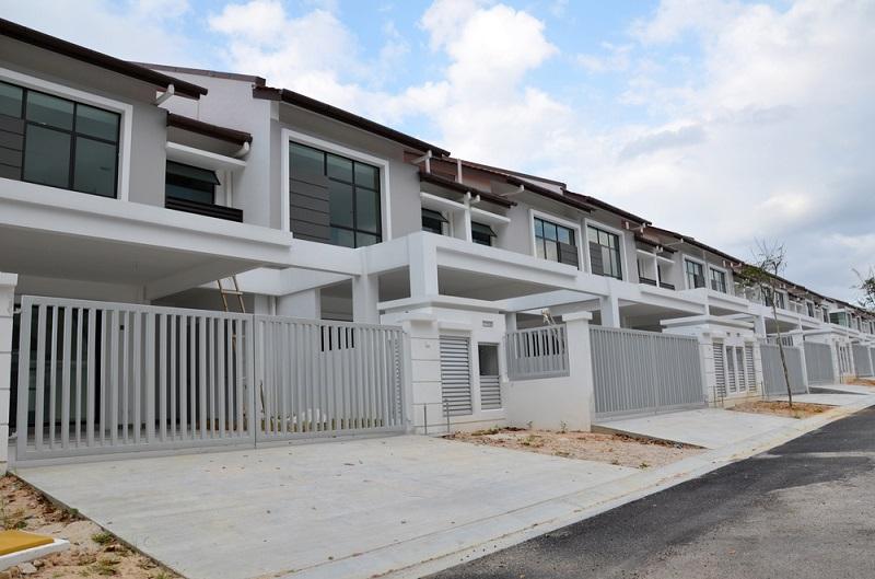 Di kiri atau kanan rumah pasti ada sebuah rumah lain. Sedikit tanah kosong terdapat di belakang atau di depan ... & 11 Jenis Rumah Moden Yang Ada Di Malaysia - Majalah Labur