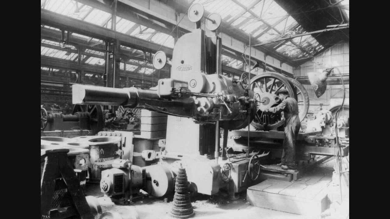 Enjin stim merupakan teknologi yang berkembang dengan pesat ketika zaman remaja beliau dan menarik minat Henry untuk mempelajarinya dengan lebih mendalam