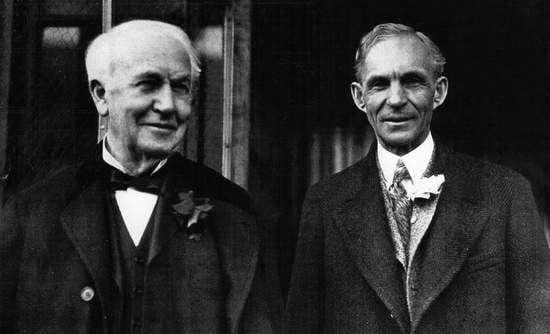 Thomas Edison yang merupakan bekas majikan Henry ford dan mereka berkawan baik sehingga akhir hayat Edison
