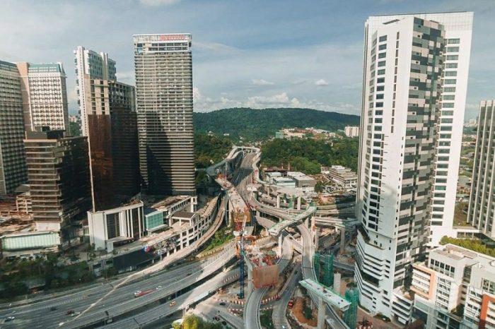 This image has an empty alt attribute; its file name is 6-Sebab-Kenapa-Malaysia-Menjadi-Destinasi-Utama-Pelabur-Hartanah-Antarabangsa5-700x466.jpg