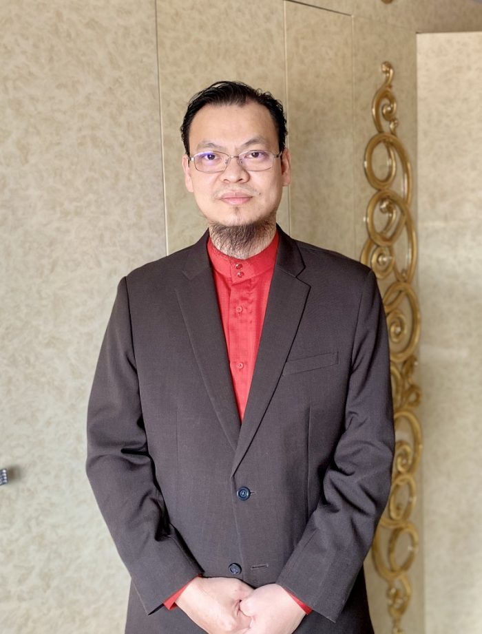 This image has an empty alt attribute; its file name is dr-zaharuddin-700x921.jpg